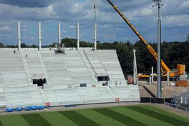 Der Bau geht voran: Die neue sogenannte Osttribüne des Stadions nimmt Gestalt an, die Kostensteigerungen beschäftigen nun den Gemeinderat.