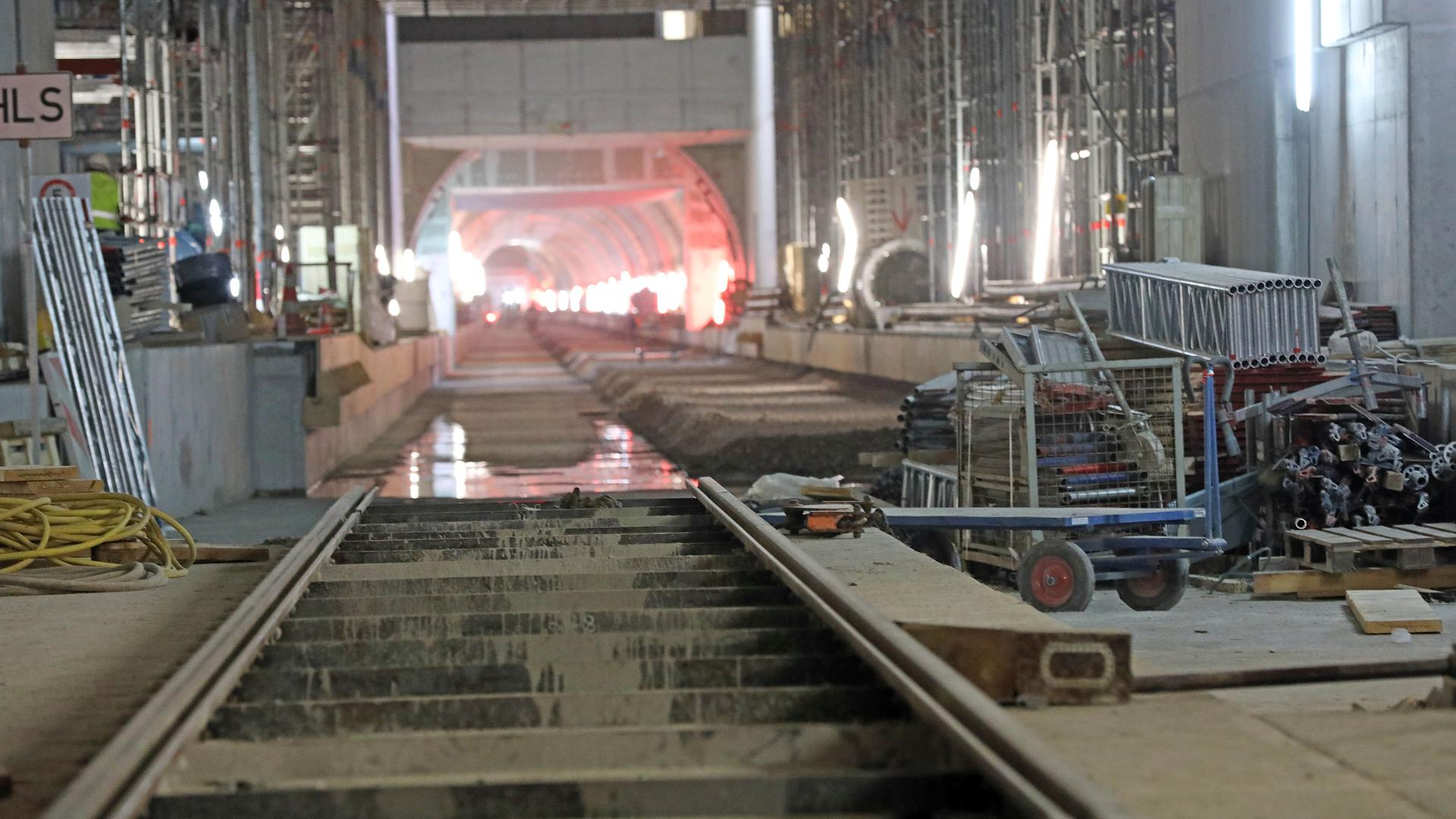 Das Gleisnetz nimmt wie hier auf Höhe der Haltestelle Lammstraße Gestalt an.