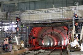 Endspurt in der Röhre: Noch werden die sieben Untergrundstationen aufwendig ausgekleidet. Bald läuft parallel dazu der Testbetrieb der U-Strab.