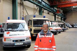 Sechs Fahrzeuge hat das DRK Durlach derzeit in einer Halle im Westen Durlachs untergebracht. Ein alternativer Standort müsste etwa 250 Quadratmeter Fläche bieten, rechnet der Ortsvereinsvorsitzende Bernhard Warter.