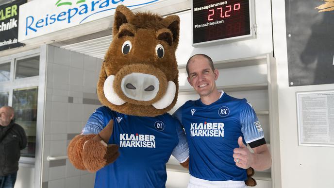Der Niederländer Maurits van Wijde ist zum dritten Mal dabei. Dieses Jahr hat der Freundeskreis ihm ein KSC-Trikot organisiert.