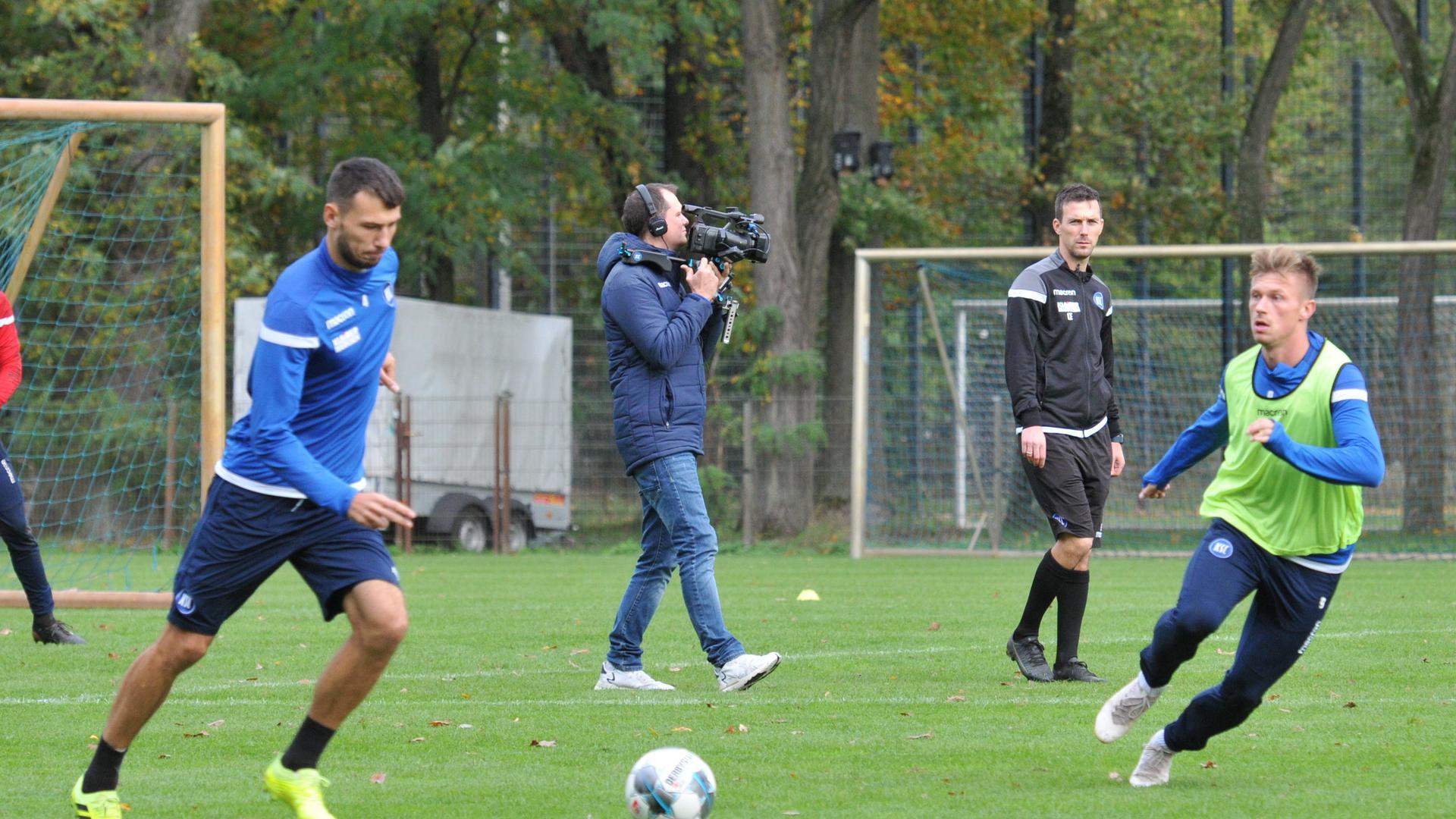KSC-Co-Trainer Christian Eichner (im Hintergrund)