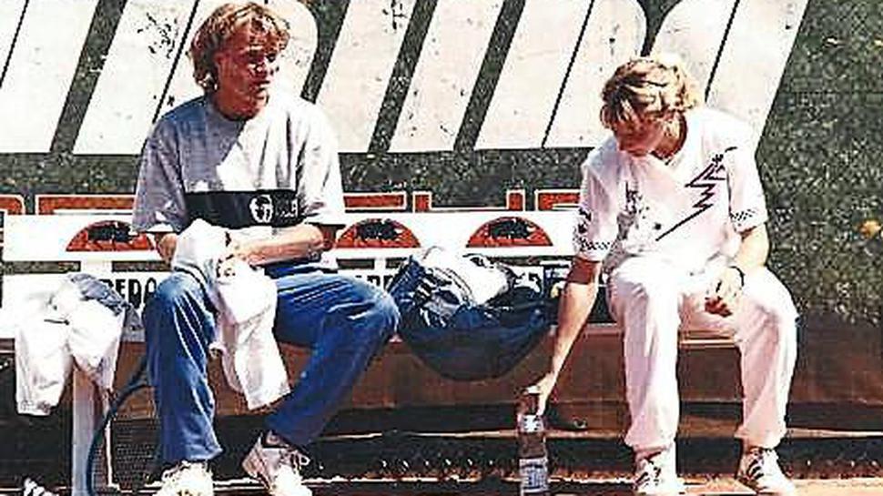 Training beim TC Rüppurr im Jahr 1990: Markus Schur mit Steffi Graf.