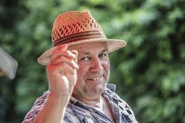 Alexander Kunz liebt seinen Beruf. Auf dem Seehof in Ettlingen gibt es für den Landwirt immer was zu tun.