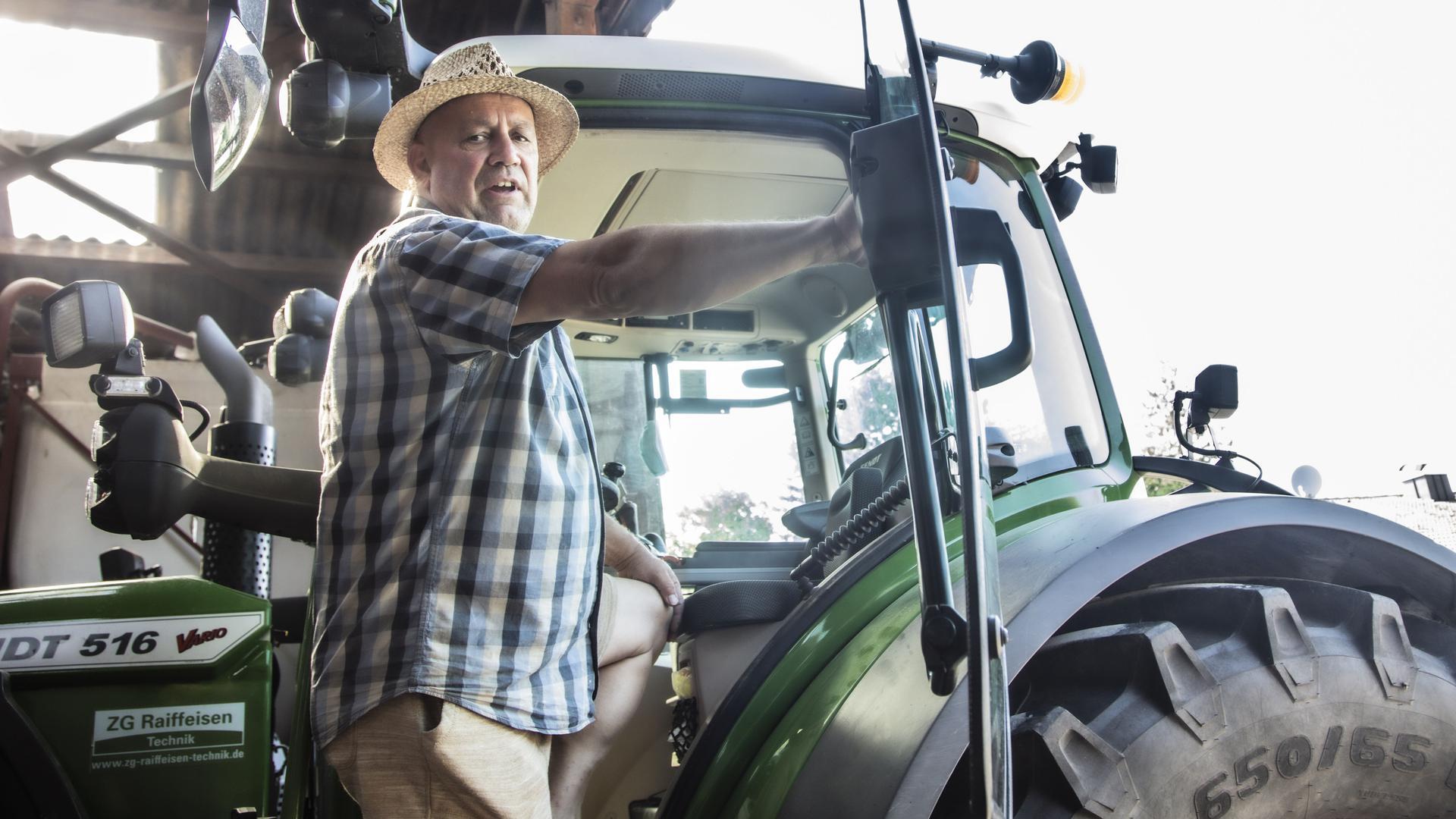 Mit seinem grünen Traktor demonstrierte Alexander Kunz im Februar 2020 vor dem Lager eines Discounters.