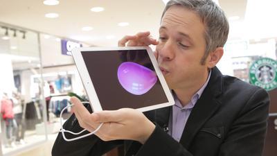 Perfekte Illusion: Simon Pierros Zaubertricks können die Zuschauer live am Bildschirm verfolgen – und sogar mitmachen.