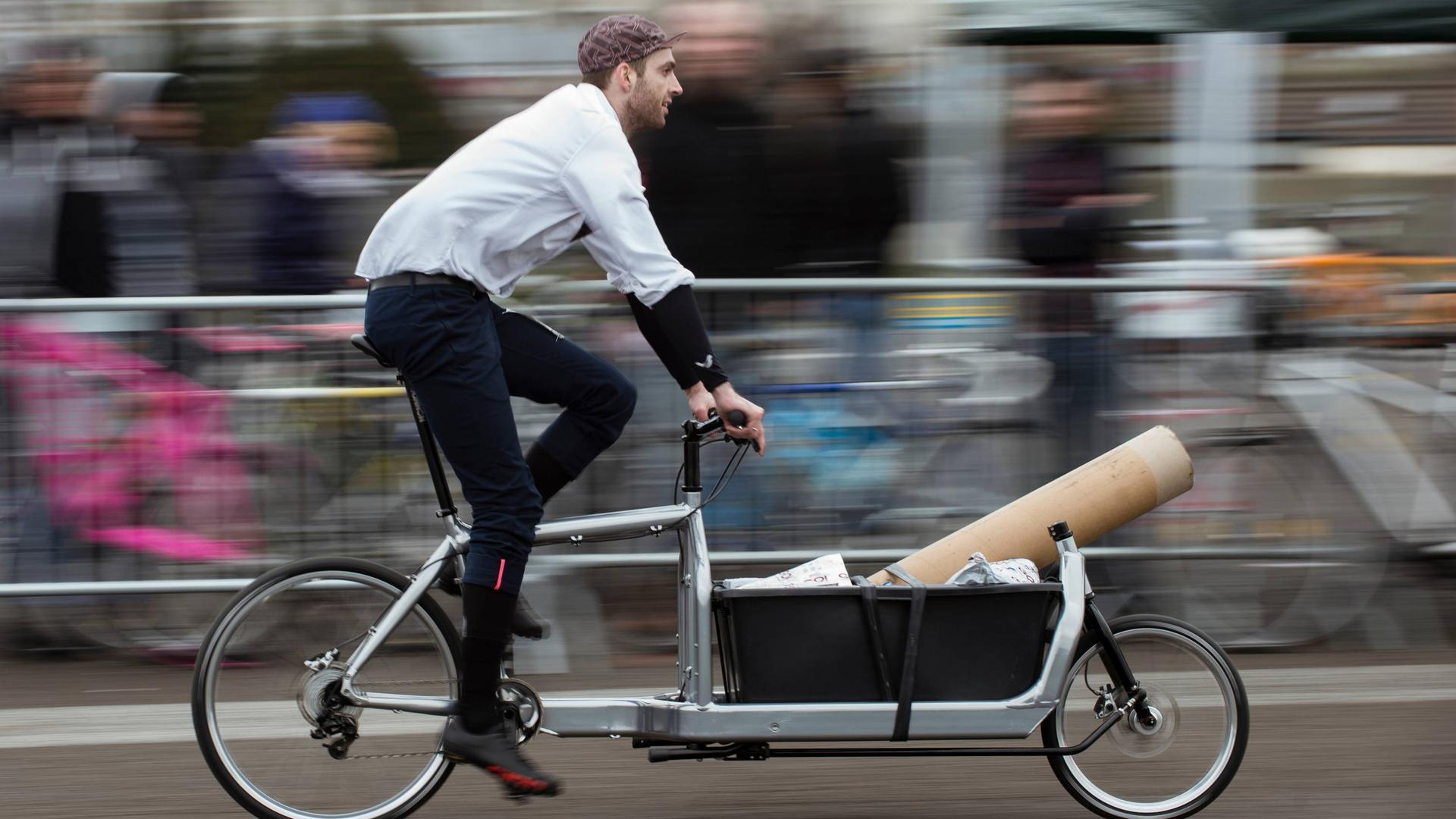 Per Lastenrad kommt in der Stadt auch sperrige Fracht schnell, leise und abgasfrei von A nach B. Das wollen verschiedene Akteure in Karlsruhe deutlich vorantreiben.