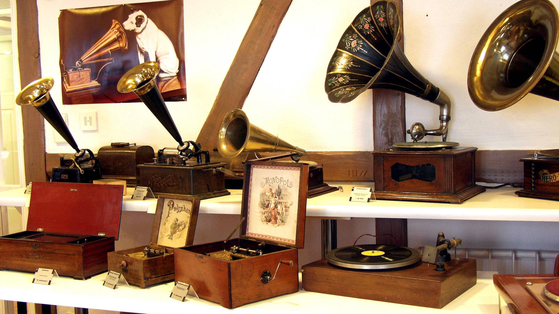 Radiomuseum Waldbronn alte Grammofone