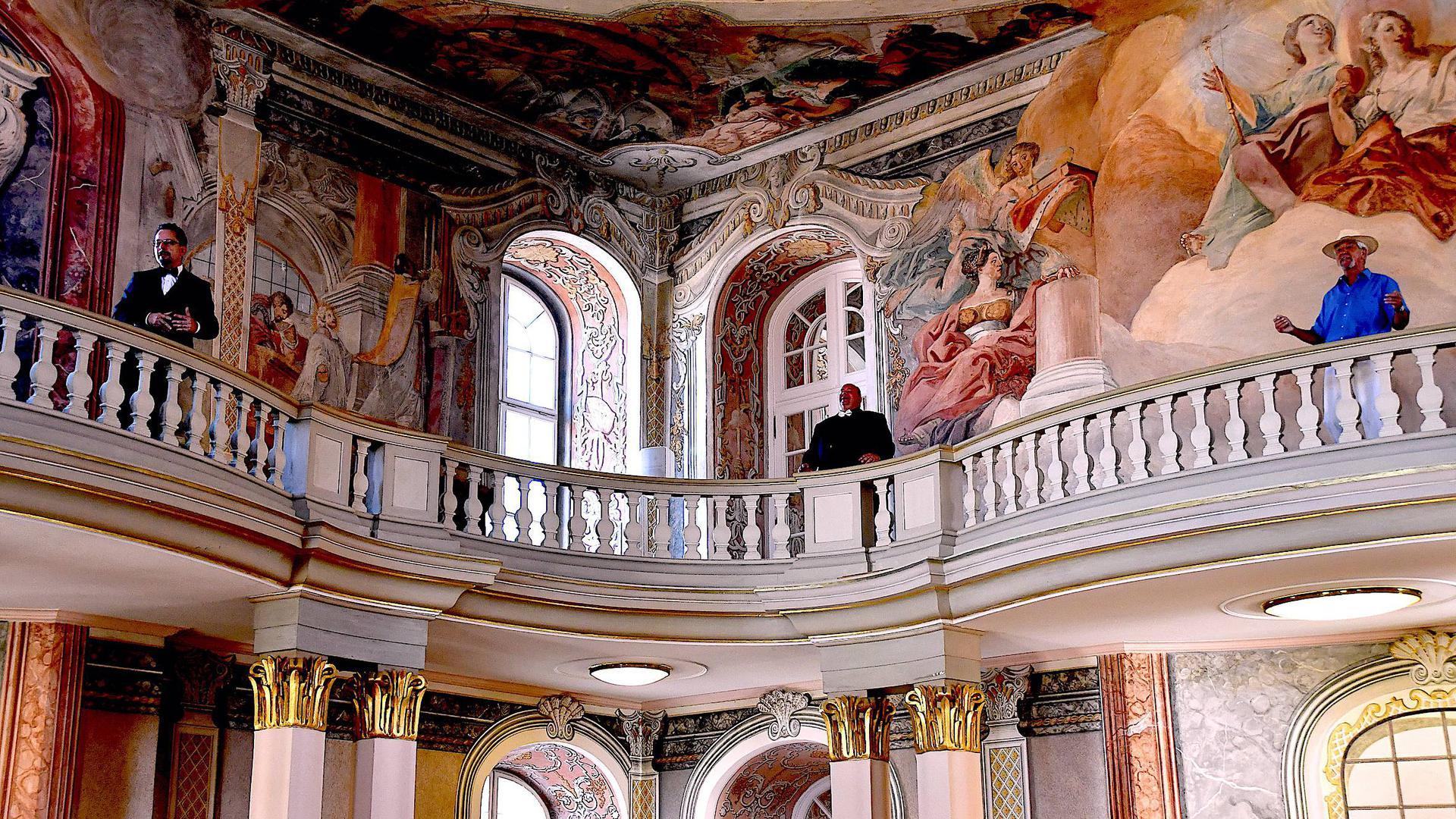 Der Bürgerchor der Schlossfestspiele dreht einen Film Szene Asamsaal Schloss Ettlingen