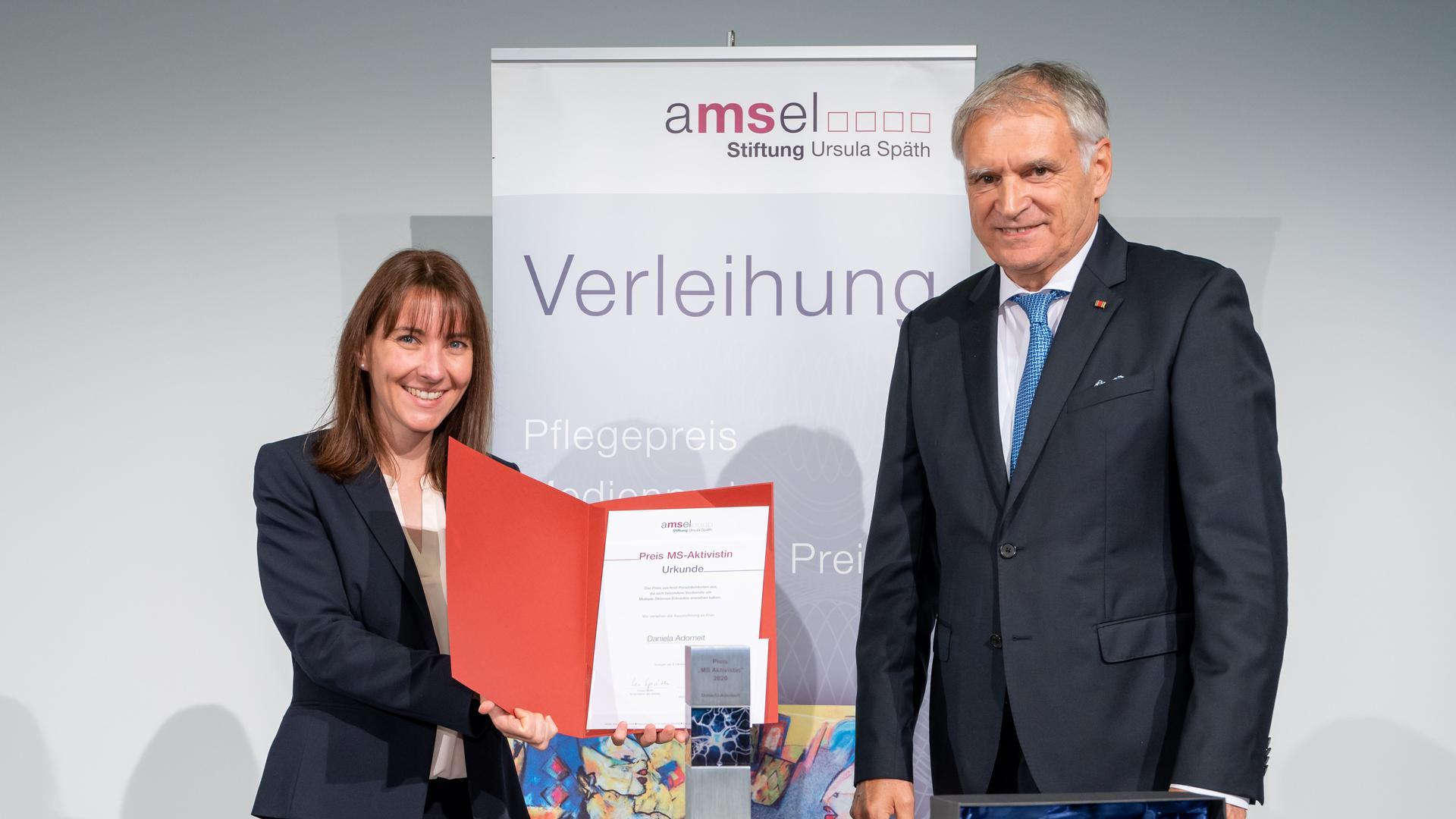 Ausgezeichnet: Die Ettlingerin Daniela Adomeit bekam für ihren Einsatz für MS-Erkrankte einen Sonderpreis der AMSEL-Stiftung.