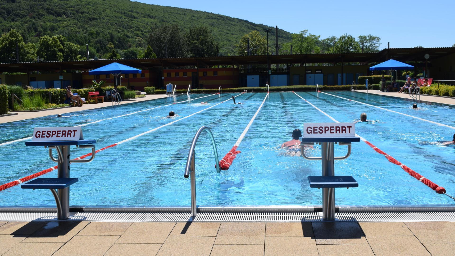Schwimmbecken Albgaubad Ettlingen