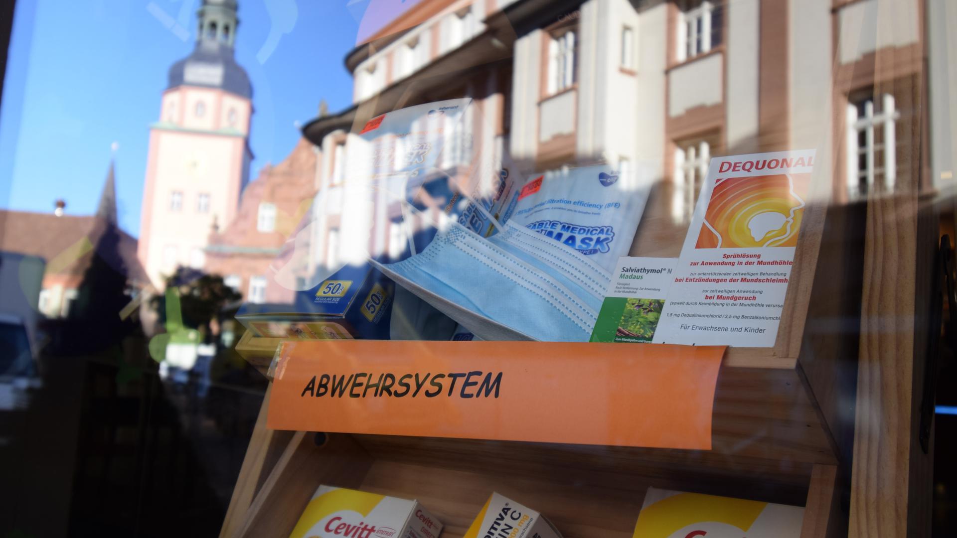 Gefragt: Medikamente zur Stärkung des Abwehrsystems werden in der kalten Jahreszeit beworben – wie hier in der Schlossapotheke in Ettlingen.