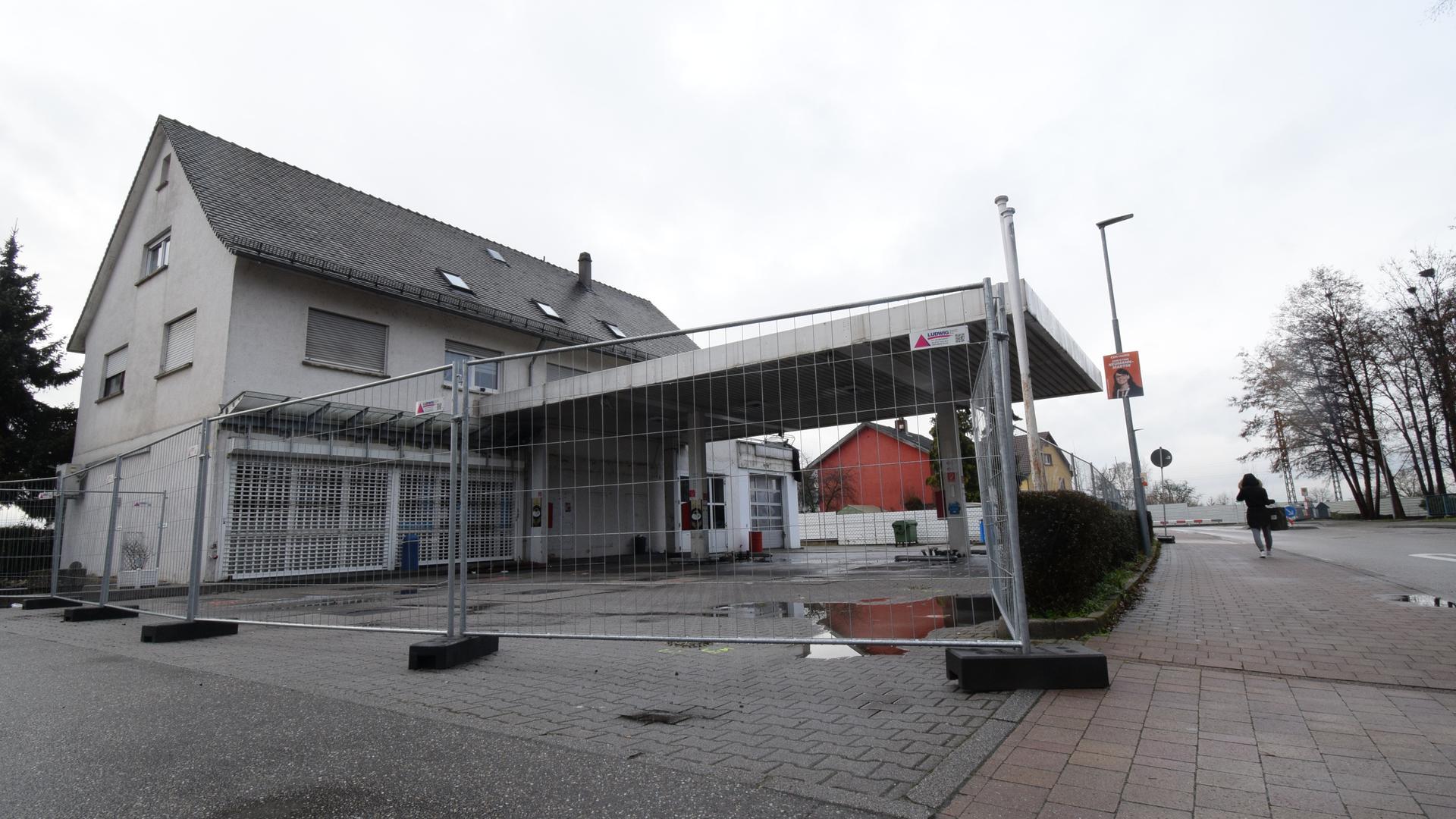 Wird abgerissen: die ehemalige Aral-Tankstelle in der Sézanner Straße in Malsch.