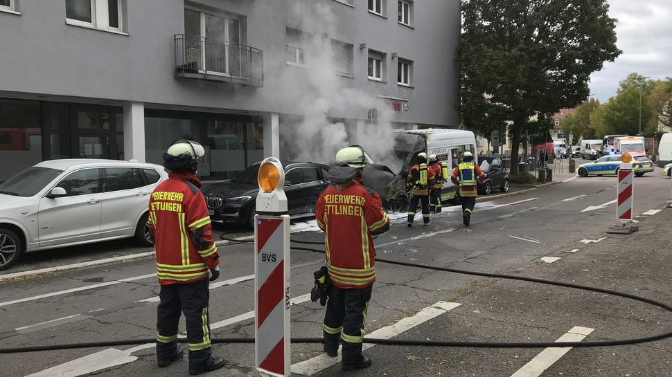Gesperrt: Während er Löscharbeiten war die Durchfahrt in der Schillerstraße nicht möglich.