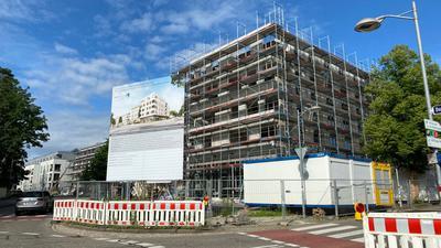 Großes Gebäude im Bau