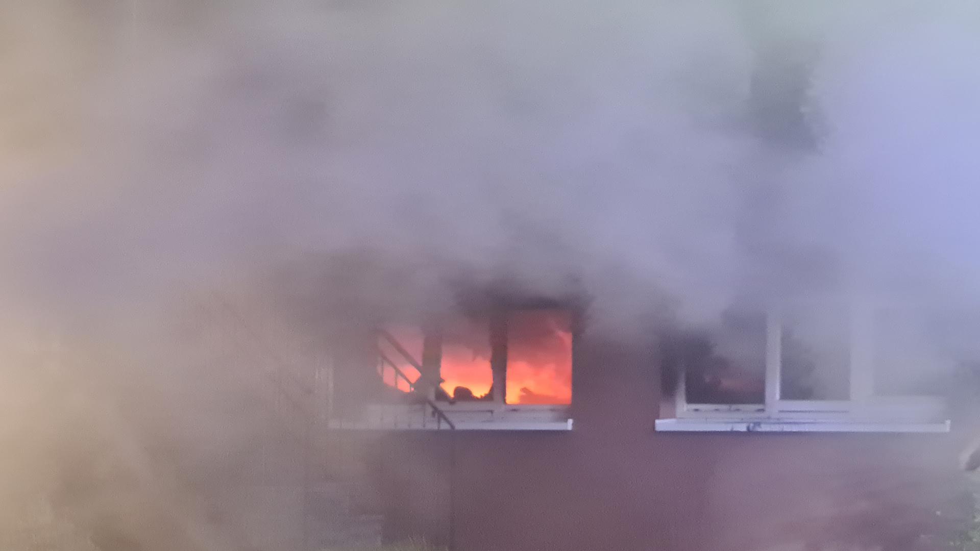 """Die Feuerwehr kämpft derzeit gegen einen Sauna-Brand im Hotel """"Erbprinz"""" in Ettlingen."""
