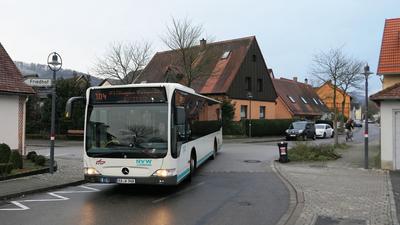 """Andere Tour: Die Buslinie 104 fährt nicht mehr durch die Morgenstraße (links),  sondern die Römerstraße und von dort auf die alte B3 Richtung """"Erbprinz"""".  Das freut nicht alle in Ettlingenweier."""