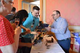 Bei der Degustation: Sechs Winzer aus der Region um die französische Partnerstadt Epernay werden ihre Erzeugnisse beim Champagnerfest in Ettlingen präsentieren. (Archiv)