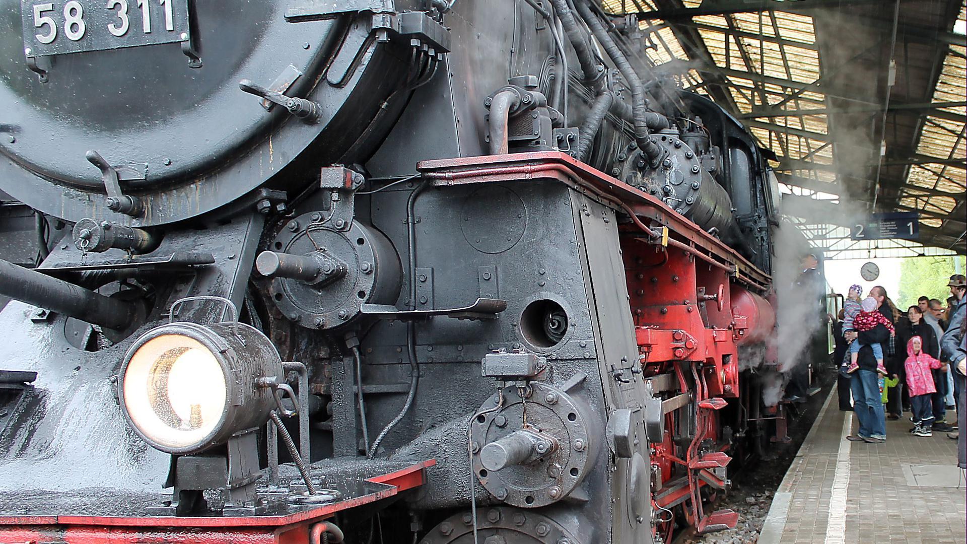 Dampflok im Bahnhof