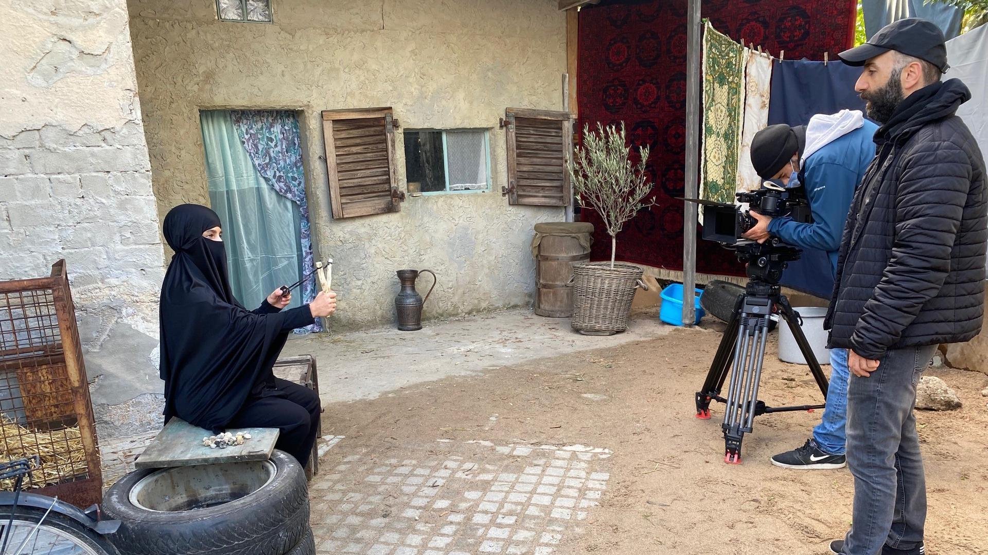"""Dreharbeiten  im Hinterhof: Auf dem Gelände  eines Abrissgebäudes in der Buhlstraße entsteht  der Kurzfilm """"Aisha""""."""