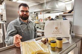 Bereit für die Spargelsaison: Küchenchef Peter Kubach (unser Bild) wird an Ostern mit Sternekoch Ralph Knebel im Erbprinz Ettlingen den Kochlöffel schwingen.