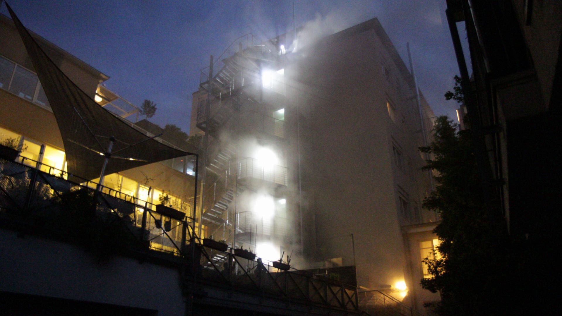 """Die App Nina warnt wegen des Feuers im Ettlinger """"Erbprinz"""" vor einer freigesetzten Rauchgaswolke."""