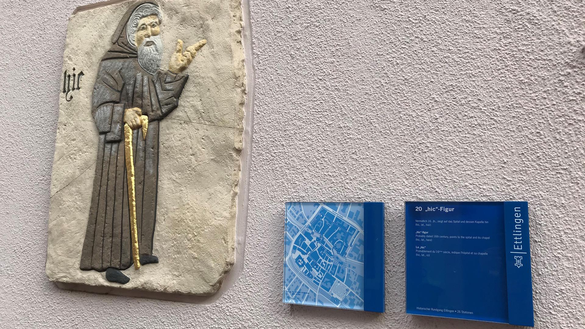 """Punkt Nummer 20: Mit Lateinisch """"hic"""" (hier) zeigt der Mönch in der Ettlinger Seminarstraße die Richtung."""