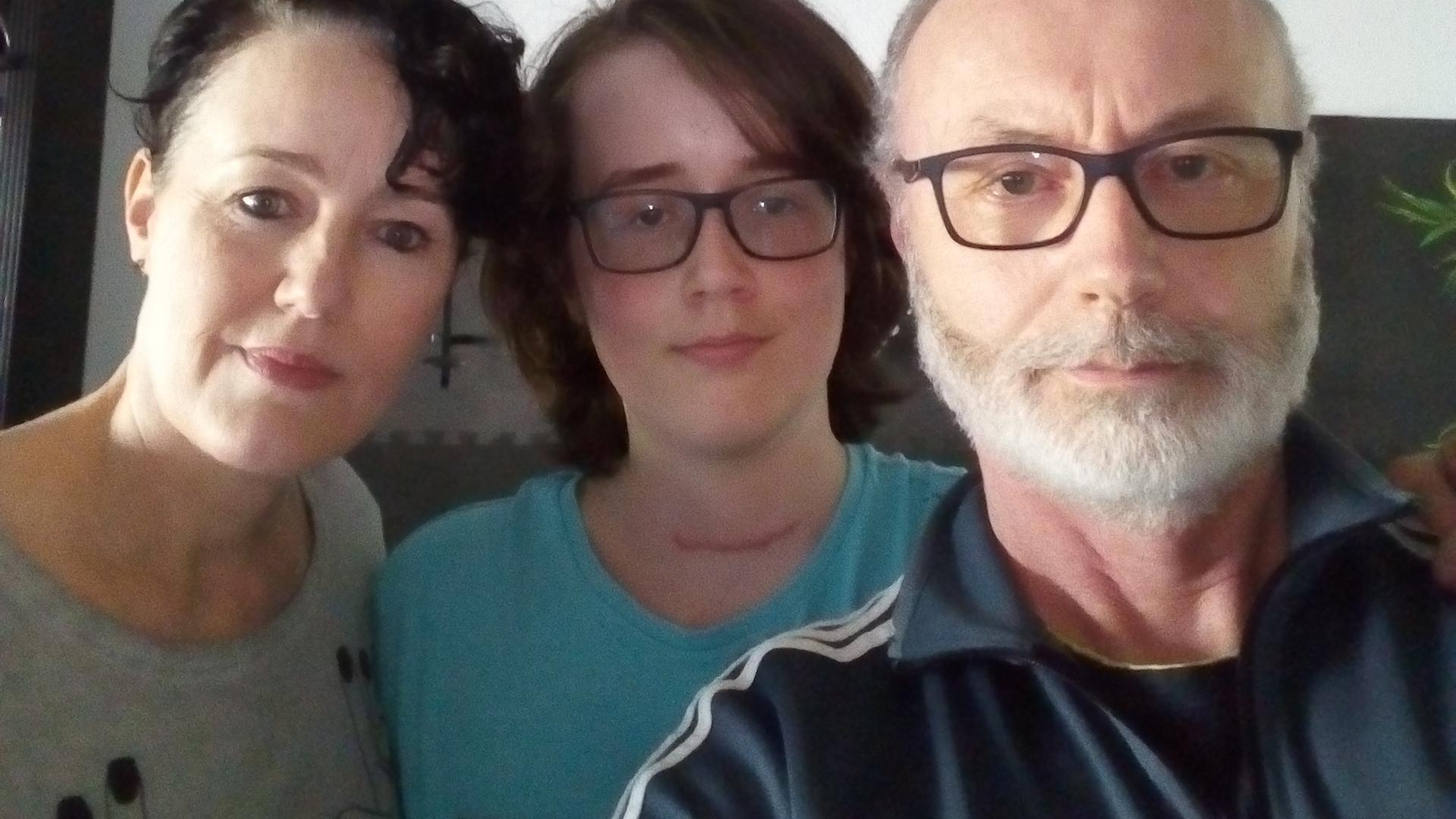 Wollen ihrem Sohn einen Traum erfüllen: Hiltrud und Michael Wollhöwer mit dem zwölfjährigen Robert (Mitte).