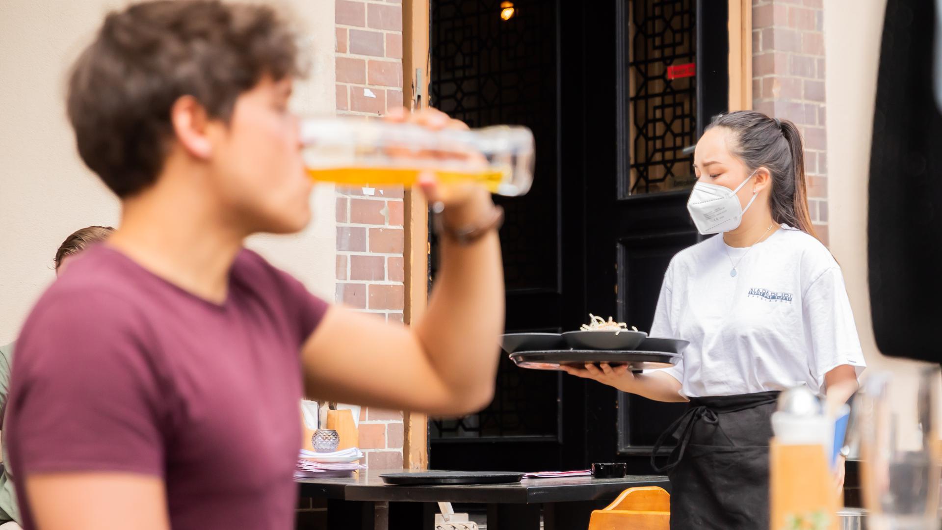 Personalengpass: Im Service und in der Küche vieler Gastronomiebetriebe fehlen nach Corona die Mitarbeiter – auch beim Vogelbräu.