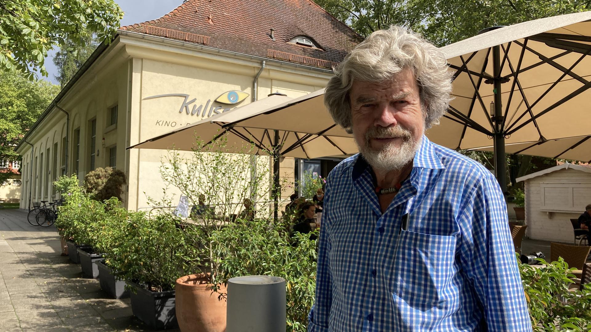 Als Geschichtenerzähler nach Ettlingen gekommen: Reinhold Messner spricht am Sonntagabend beim Open Air der Kulisse am Dickhäuterplatz.
