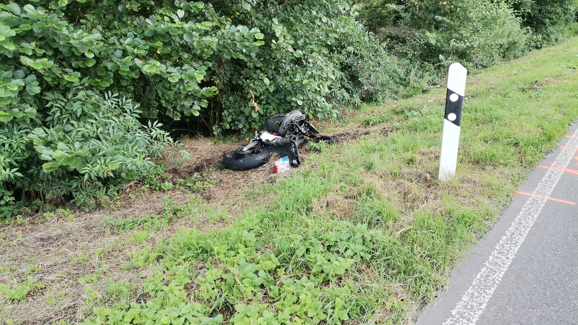 Schwer verletzt: Nach einem Überholmanöver eines Motorradfahrers kam es zwischen Ettlingen und Malsch zu zwei Zusammenstößen.