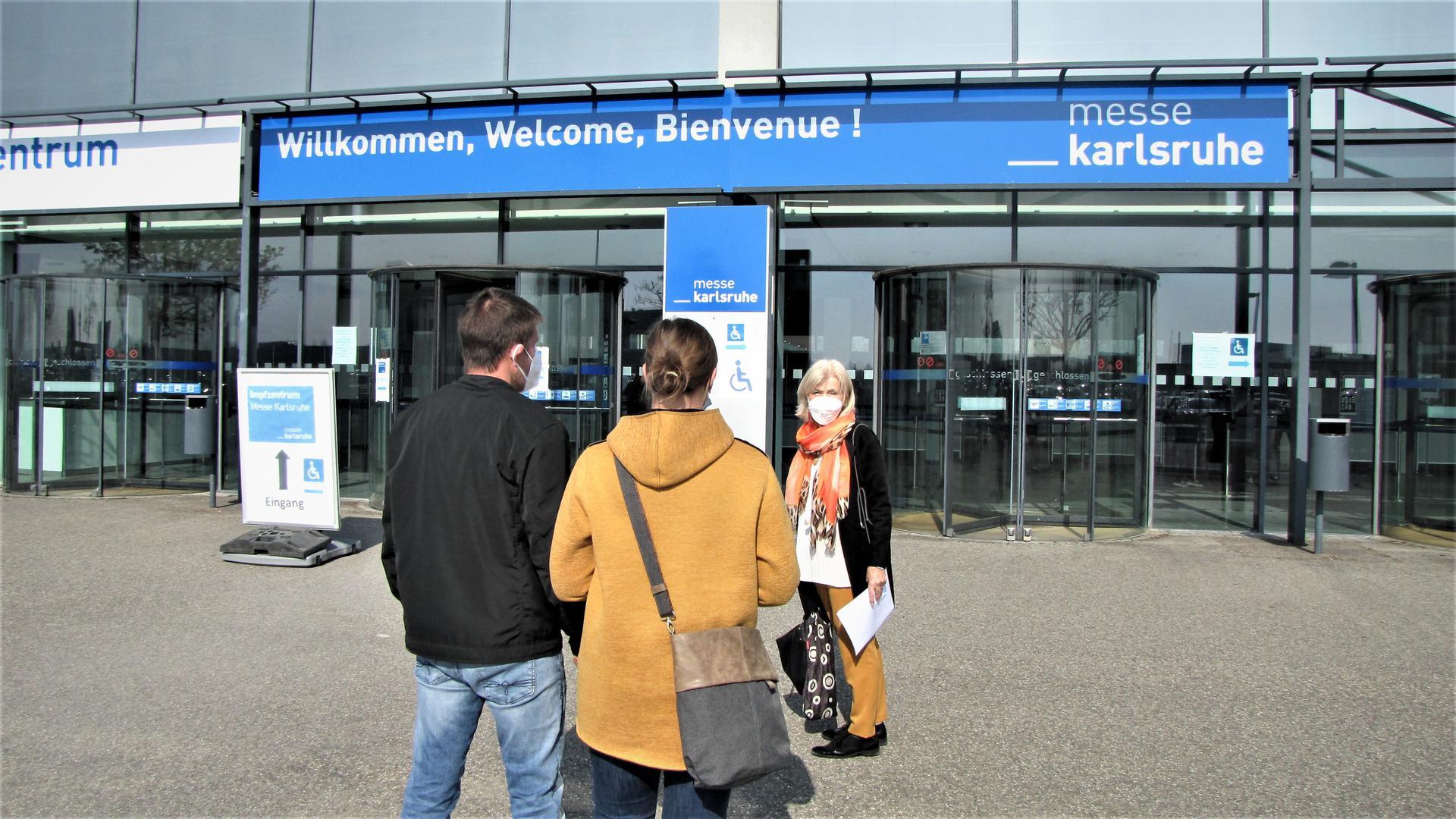 Einsatz auch für Jüngere: Einen Impftermin in Rheinstetten hat Gertrud Büchler (rechts) für ein jüngeres Ehepaar aus Waldbronn besorgt, das neben den Eltern eine pflegebedürftige Nachbarin betreut.