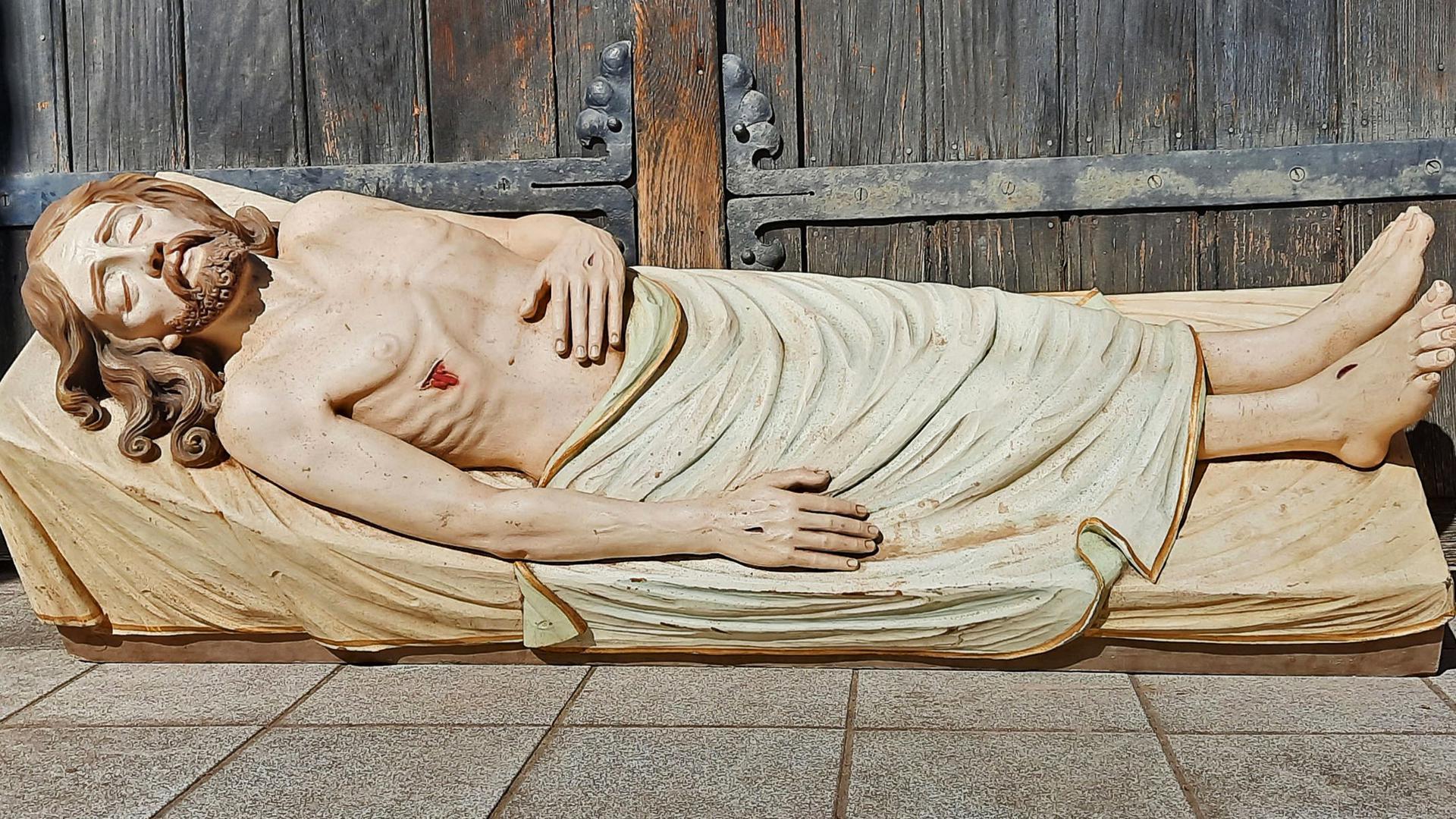 """Lag einst im Ettlinger """"Heiligen Grab"""": Die Figur eines hölzernen Jesus wurde jedes Jahr an Karfreitag aus dem Keller der Herz-Jesu Kirche geholt."""