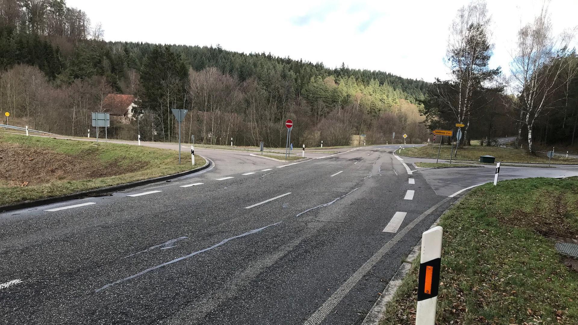 Kreuzungsbereich der Kreisstraßen K3553 und K3554  bei der Schöllbronner Mühle