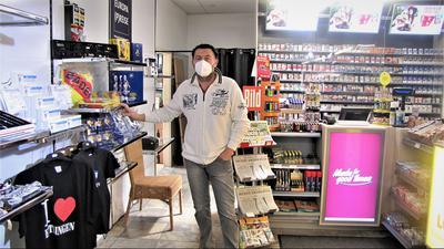 Mann im Laden