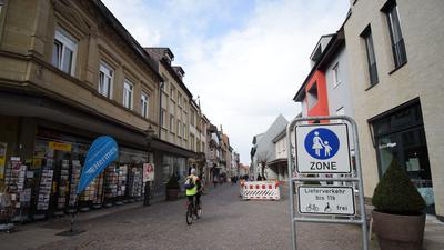 Blick in die Ettlinger Leopoldstraße, eine der Haupteinkaufsstraßen in der Großen Kreisstadt.