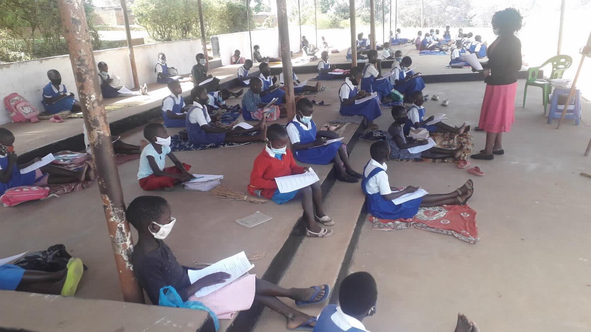 Junge Leute beim Lernen