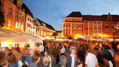 Marktfest mit Menschen