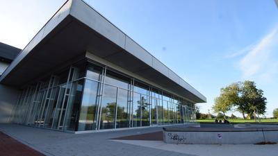 Blick von außen auf die neue Mensa am Schulzentrum Ettlingen
