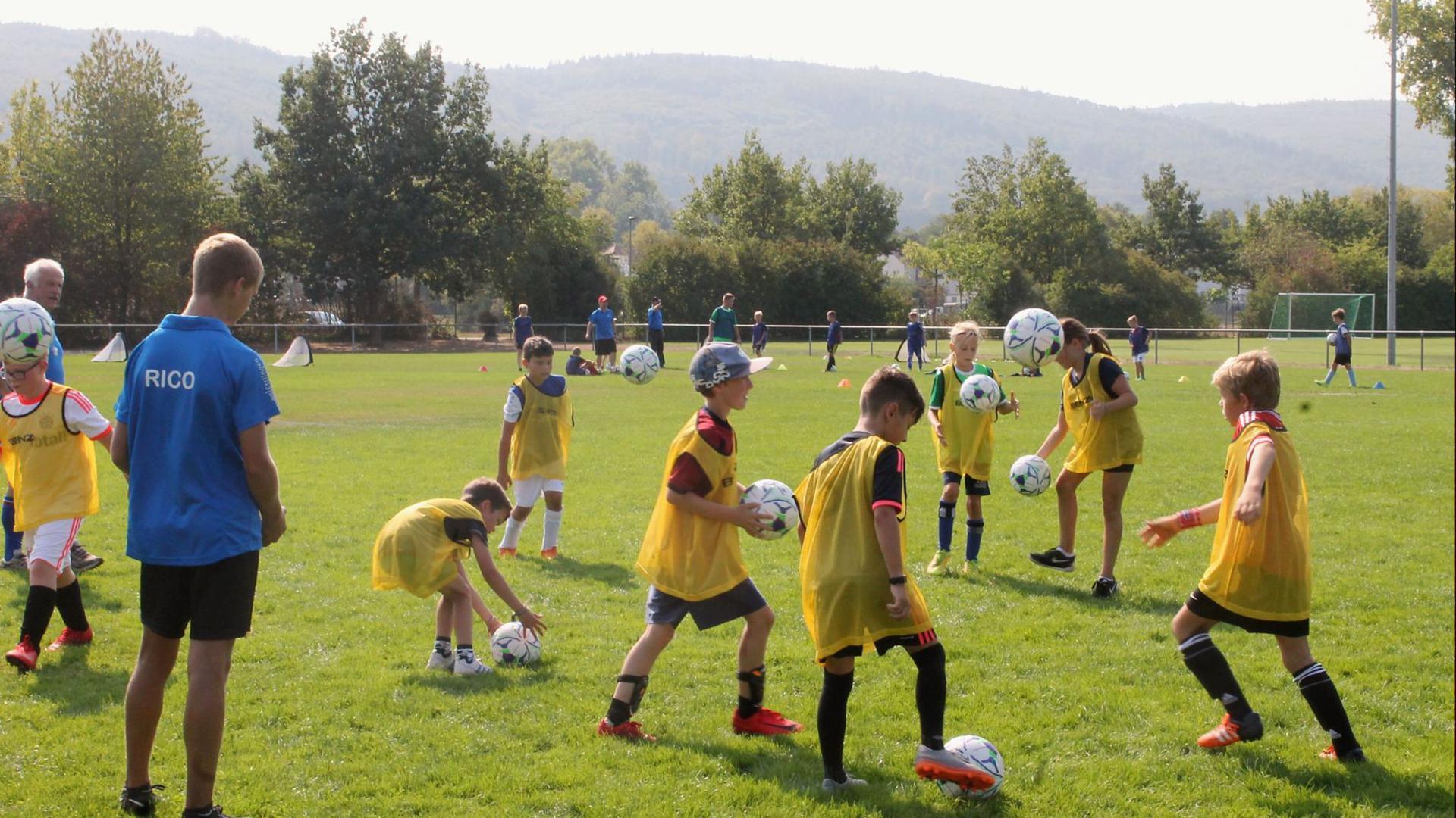 Kinder und Fußball