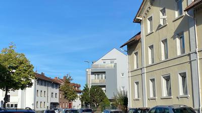 Straße und Häuser