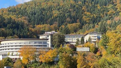 Gebäude im Wald