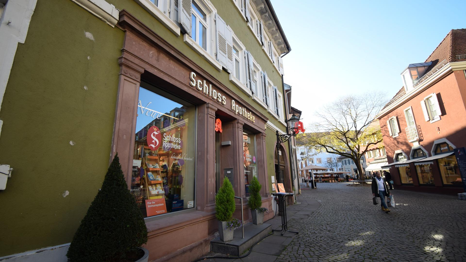 Die Schlossapotheke in Ettlingen von außen