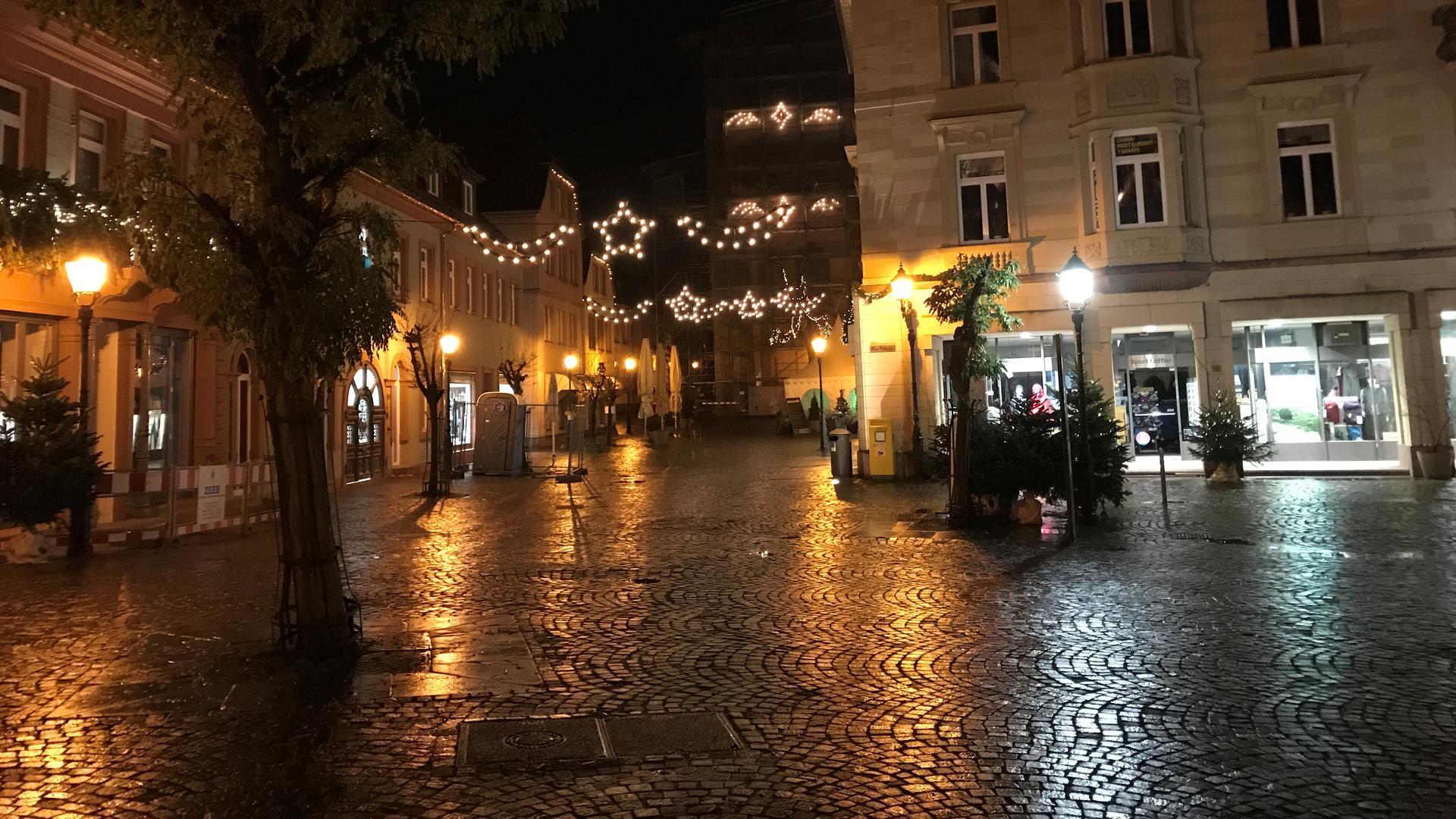 Weihnachtsbeleuchtung und Pflaster