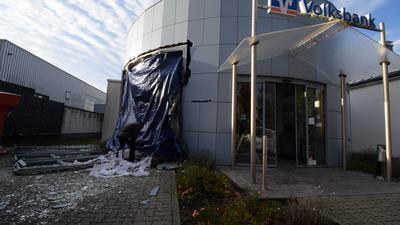 Volksbank Filiale mit zerstörter Fassade