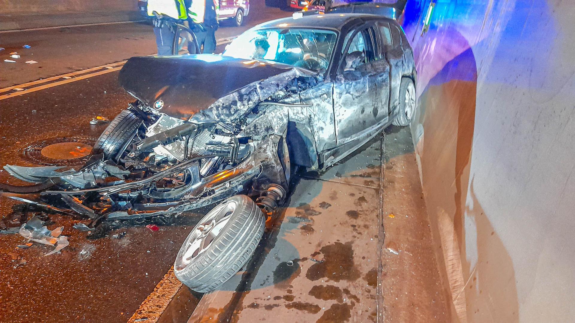 Unfall im Ettlinger Wattkopftunnel: Eine 23-Jährige wurde verletzt, als sie im Tunnel von der Straße abkam. Sie saß betrunken am Steuer.