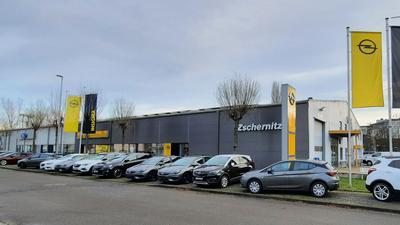 Gebäude /Autohaus Opel