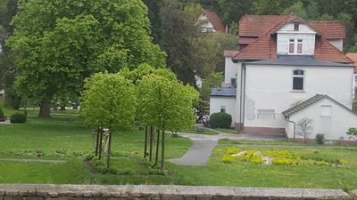 Altes Gebäude im Park