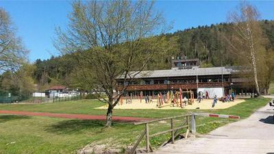 An der Falkensteinschule in Bad Herrenalb wurden bei zwei Schülern das Coronavirus nachgewiesen. Mehrere Mitschüler und Lehrer sind in Quarantäne.