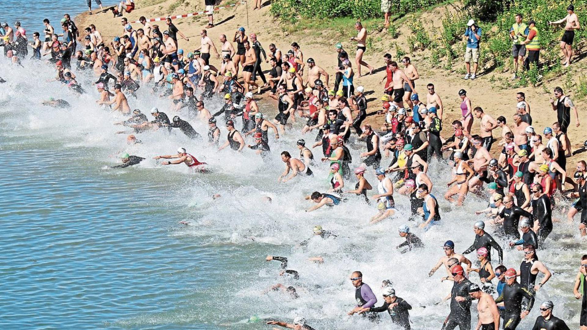 Beim Rheinstettener Triathlon stürzten sich die Sportler in den Badesee. Dieses Jahr fällt die Sportveranstaltung aus.